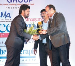 Mr. Gyanesh Chaudhary, MD & CEO, Vikram Solar receiving the Emerging Leader Award (1)